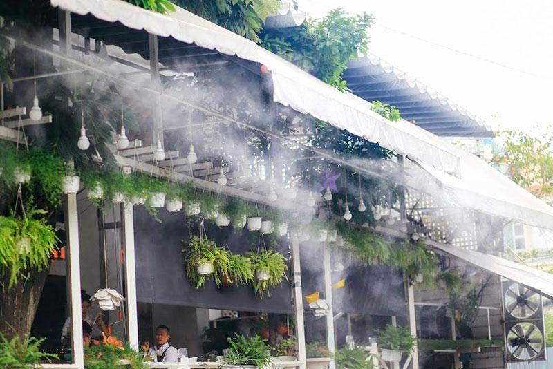 tại sao lắp đặt máy phun sương quán cà phê