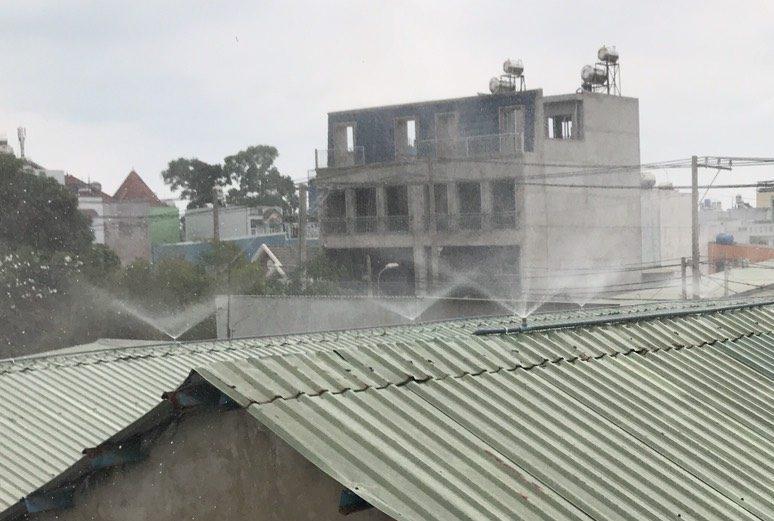 hệ thống phun sương nhà xưởng trên mái tôn